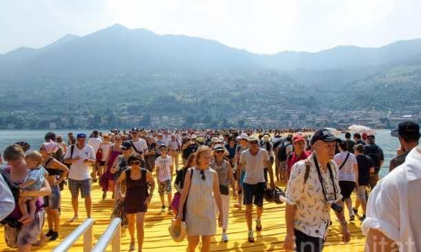 620,000 People Walk On Water Of Lake Iseo_Image 3