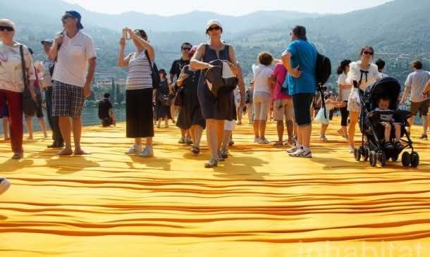 620,000 People Walk On Water Of Lake Iseo_Image 5