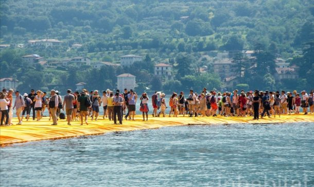 620,000 People Walk On Water Of Lake Iseo_Image 8