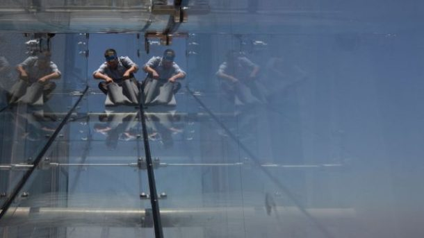 L.A. Glass Slide Opens Atop A Skyscraper, 1000 feet Above Ground_Image 3