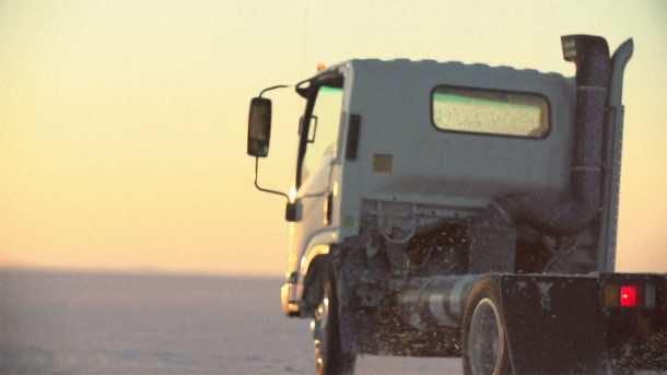 Tesla Co-Founder Creates Self-Charging Garbage Truck_Image 3