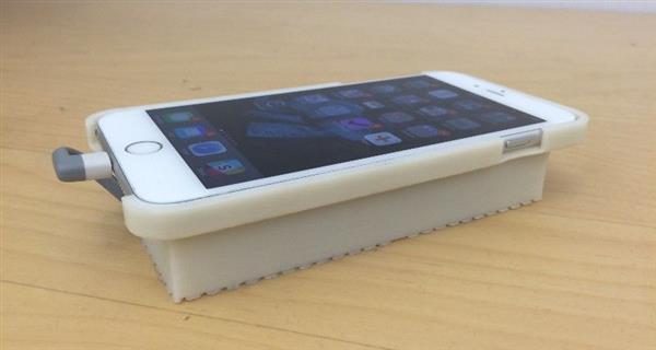 This 3D Printed Phone Case Lets An iPhone Run Android_Image 2