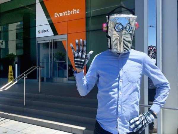 jobseeker becomes robot to land job3