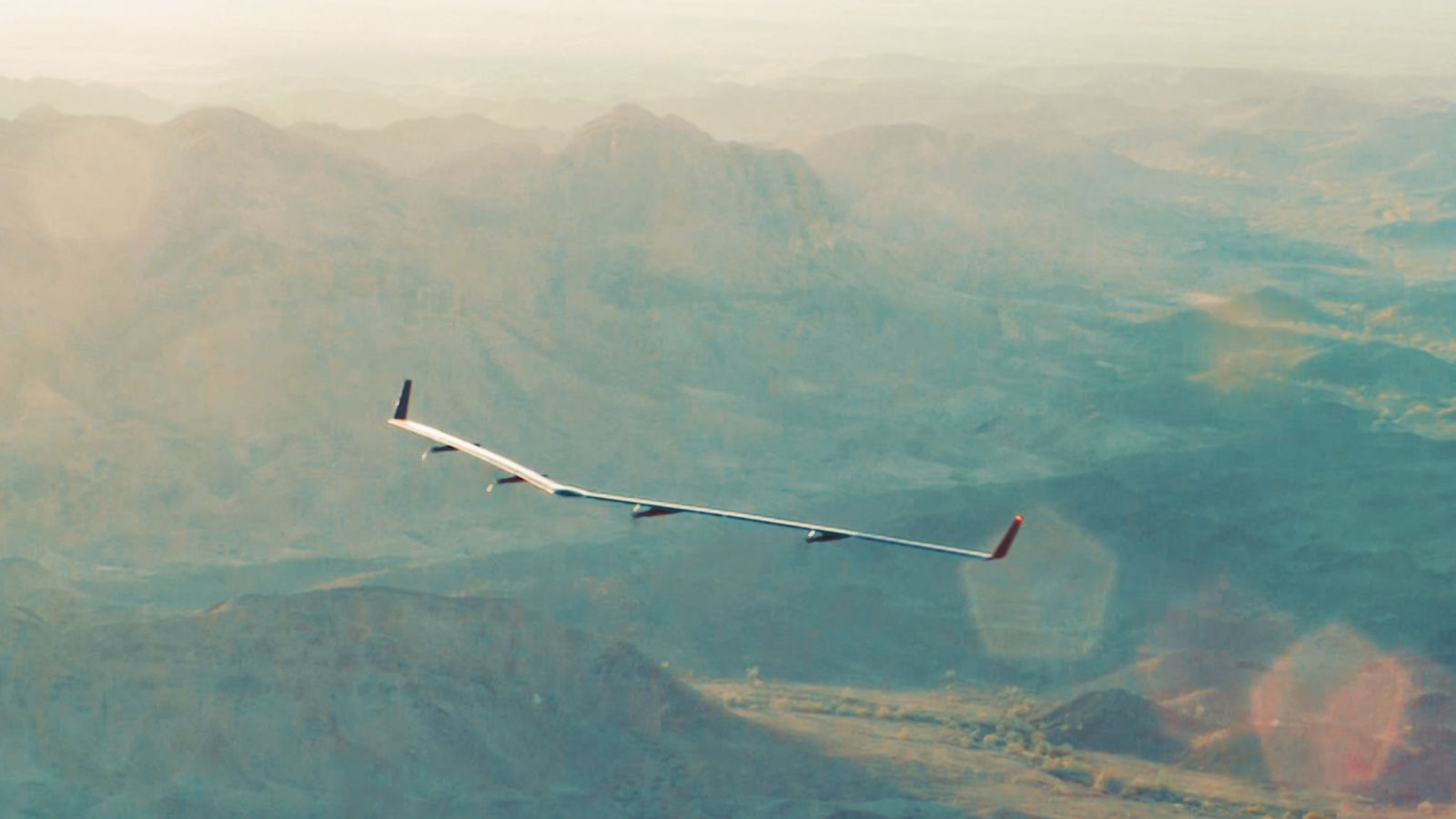 Facebook's Giant Solar-Powered Internet Drone Just Completed Its Maiden Voyage_Image 0