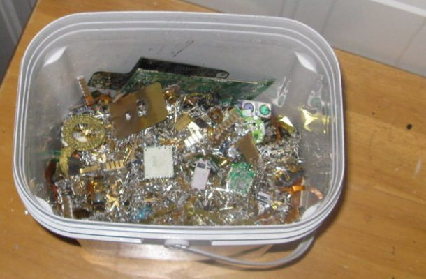 How To Extract Pure Gold From Busted Electronics_Image 2