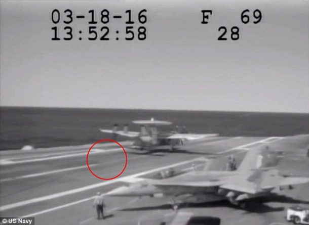 Navy Plane Nearly Crashes Into The Sea After Metal Cable Snaps_Image 2