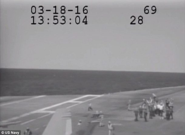 Navy Plane Nearly Crashes Into The Sea After Metal Cable Snaps_Image 4