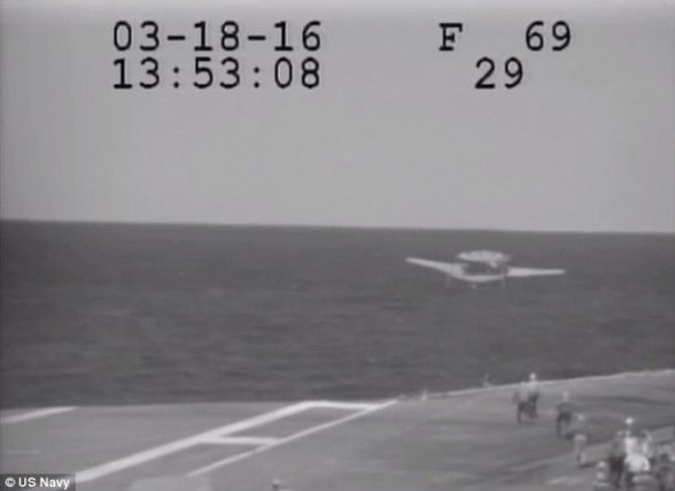 Navy Plane Nearly Crashes Into The Sea After Metal Cable Snaps_Image 5