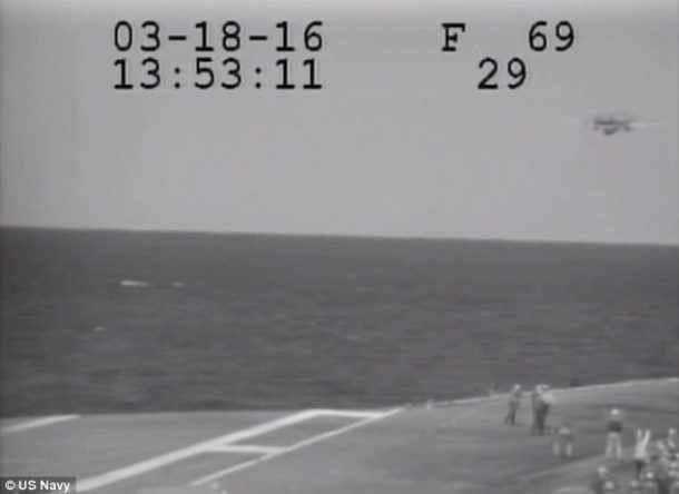 Navy Plane Nearly Crashes Into The Sea After Metal Cable Snaps_Image 6