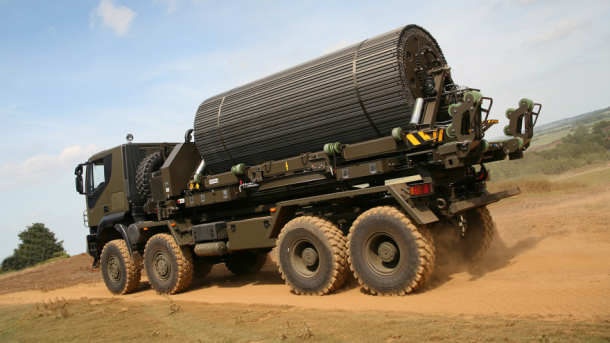 This Truck Lugs Around Own Road, Lays 50 Meter Track In 6 Minutes_Image 2