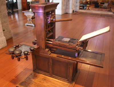 This Video Shows How A Gutenberg Printing Press Works_Image 2