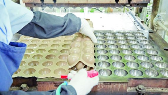 This Video Shows The Mesmerizing Process Of Tennis Balls Production_image 4