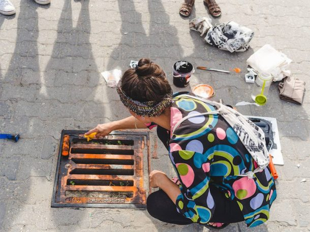 'Pirate Printers' Use Manhole Covers To Print Urban Style Custom T-Shirt Designs_Image 2