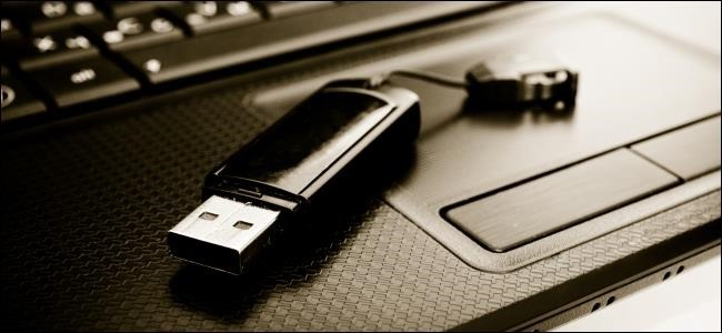 650x300xusb-drive-on-laptop