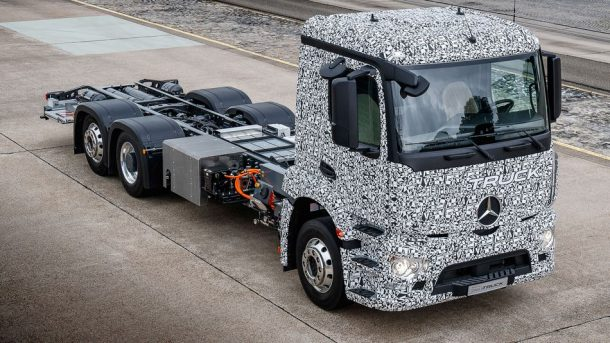 Forget 'Tesla Semi,' Mercedes Rolls Out The World's First All-Electric Truck_Image 0