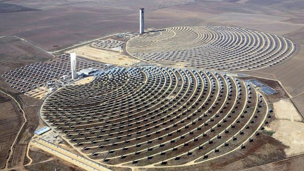 A large-scale solar concentrating plant in Spain. Photo: Koza1983
