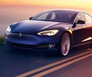 Tesla Unveils The World's Fastest Consumer Production Car_Image 2