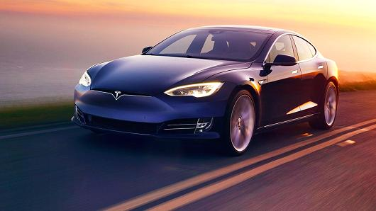 Tesla Unveils The World's Fastest Consumer Production Car_Image 2