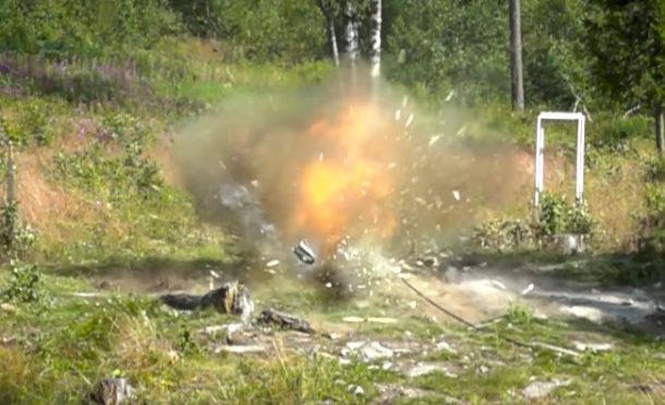 This Is What Happens When Dynamite Is Crushed Using A Hydraulic Press_Image 2