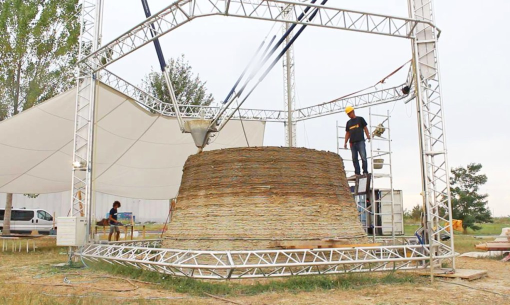 Zero-Cost Mud Homes Produced By The World'sLargest Delta 3D Printer_image 0