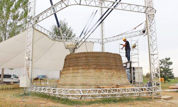 Zero-Cost Mud Homes Produced By The World'sLargest Delta 3D Printer_image 5