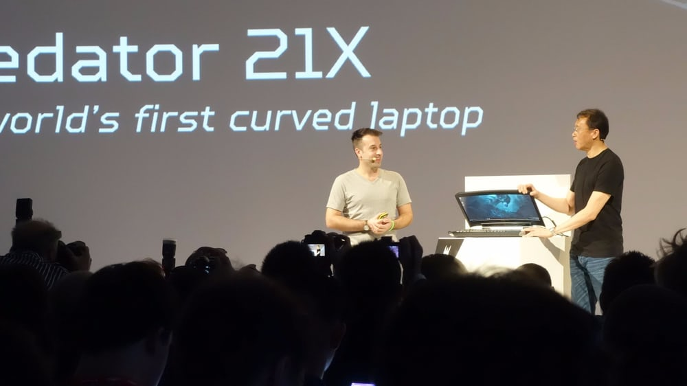 Acer Unveils The World's First Curved Laptop With Eye-Tracking Tech_Image 1