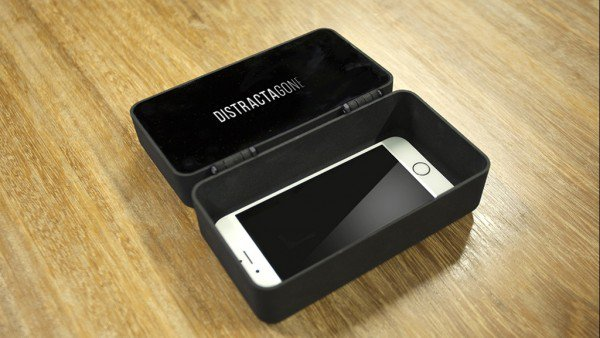 fight-smartphone-addiction-by-locking-your-phone-inside-the-smart-box-for-an-allocated-time_image-0