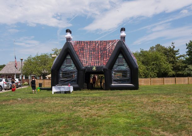 inflatable-pub-is-the-best-option-for-your-next-party_image-0