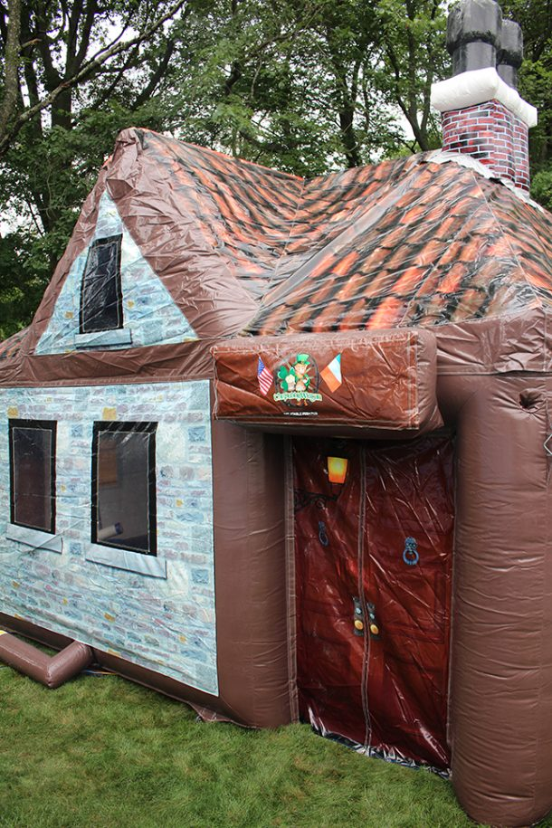 inflatable-pub-is-the-best-option-for-your-next-party_image-16