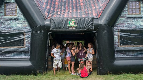 inflatable-pub-is-the-best-option-for-your-next-party_image-19