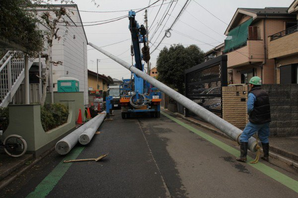 obsessed-japanese-audiophiles-are-installing-personal-utility-poles-for-an-enhanced-audio-experience_image-0