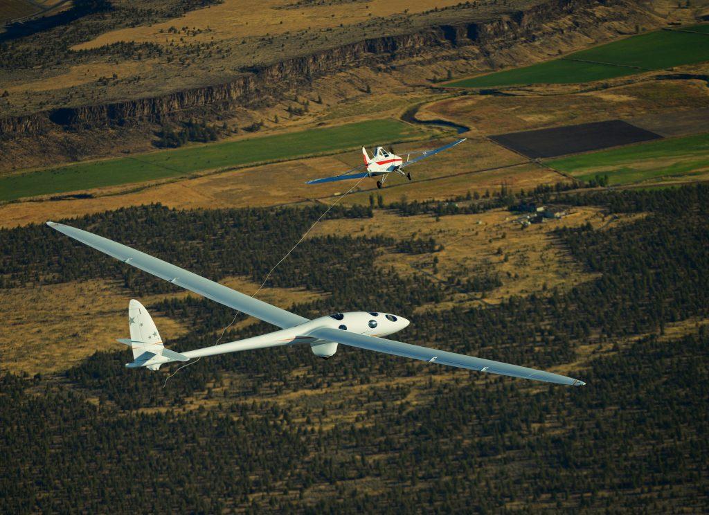 perlan-2-separates-from-towplane-during-first-flight