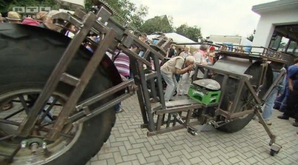 The German Man Used Scrap Steel and Tires From Old Fertilizer Spreader To Creates World's Heaviest Bicycle_Image 1