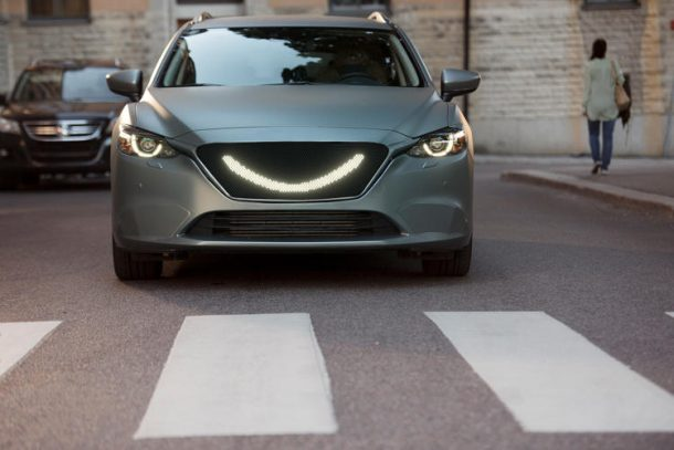 the-self-driving-car-designed-by-semcon-smiles-at-the-pedestrians-to-let-them-know-its-safe-to-cross_image-2