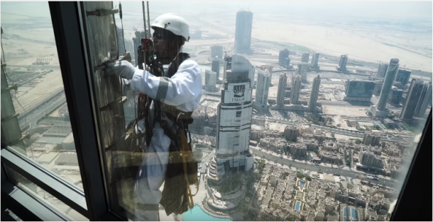 the-worlds-tallest-building-will-now-house-the-largest-led-screen-in-the-world_image-0