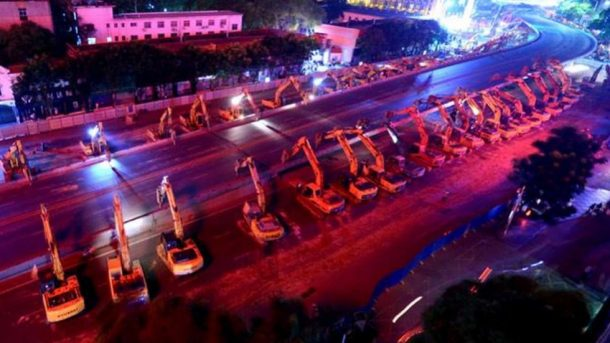 watch-as-an-overpass-is-razed-to-ground-in-one-night-by-an-army-of-chines-excavators_image-1