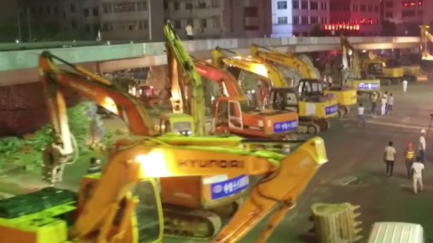 watch-as-an-overpass-is-razed-to-ground-in-one-night-by-an-army-of-chines-excavators_image-2