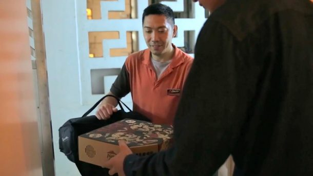 your-next-order-from-pizza-hut-will-be-delivered-with-a-diy-movie-projector_image-0