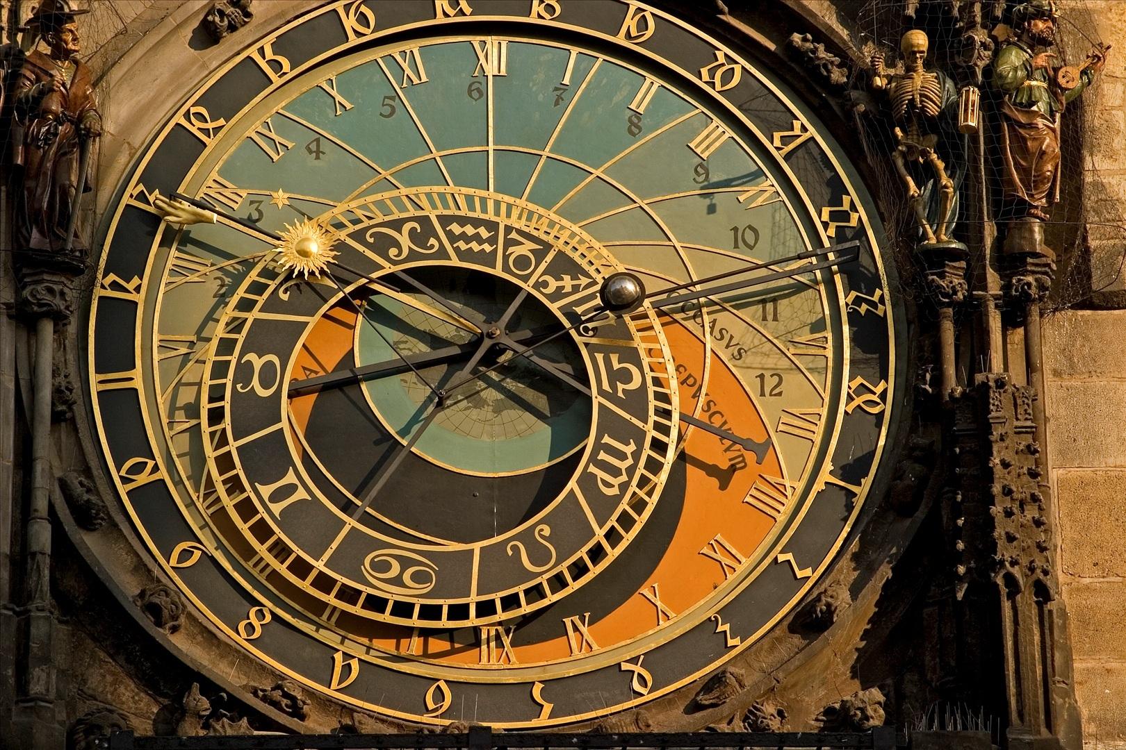 Ever Wondered Why Do Clocks Run Clockwise? Here Is The Reason