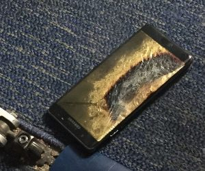 and-now-the-replacement-samsung-galaxy-note7-catches-fire-on-a-plane_image-3