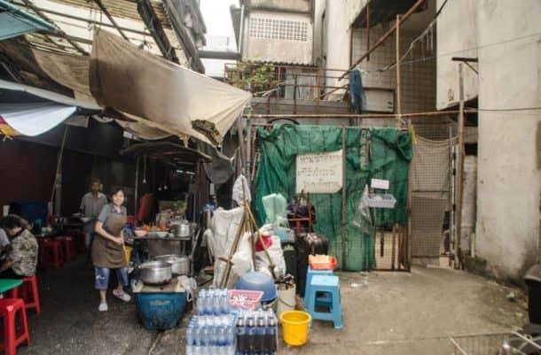 bangkok-turned-an-abandoned-shopping-mall-into-the-citys-largest-aquarium_image-5