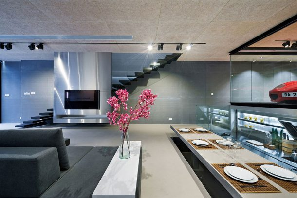this-high-tech-glass-walled-home-in-hong-kong-will-give-you-goals_image-4