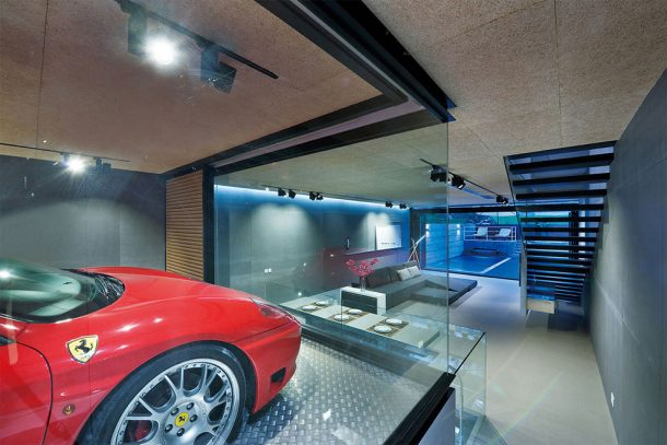 this-high-tech-glass-walled-home-in-hong-kong-will-give-you-goals_image-6