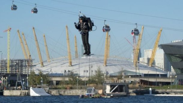 this-incredible-video-shows-a-guy-as-he-flies-over-thames-in-a-real-life-jetpack_image-3
