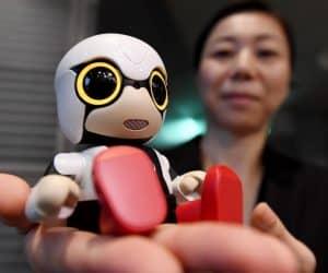 toyota-unveils-kirobo-mini-robot-baby-amid-falling-japanese-birthrates_image-2