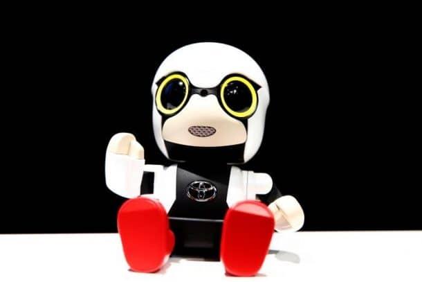 toyota-unveils-kirobo-mini-robot-baby-amid-falling-japanese-birthrates_image-5