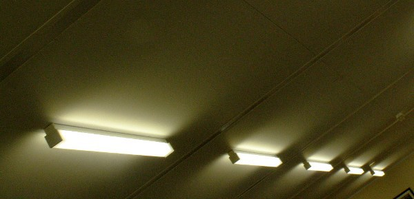 why-do-the-fluorescent-lights-buzz_image-2