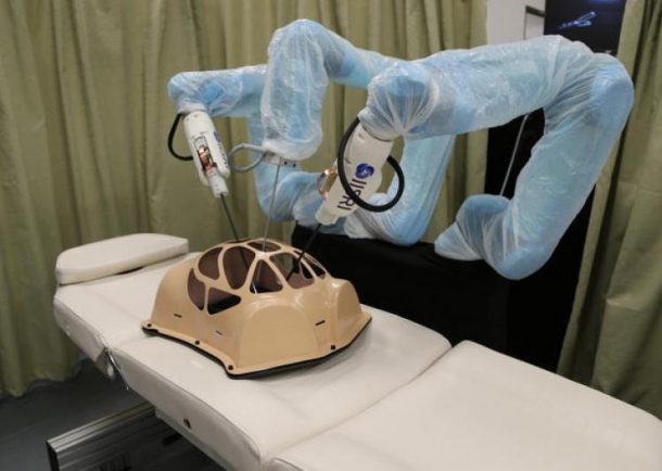 worlds-first-robotic-surgeon-with-a-sense-of-touch_image-1
