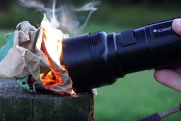 you-can-use-this-powerful-little-flashlight-to-start-a-fire-and-cook-breakfast_image-0