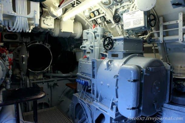 u-boat-inside12sad